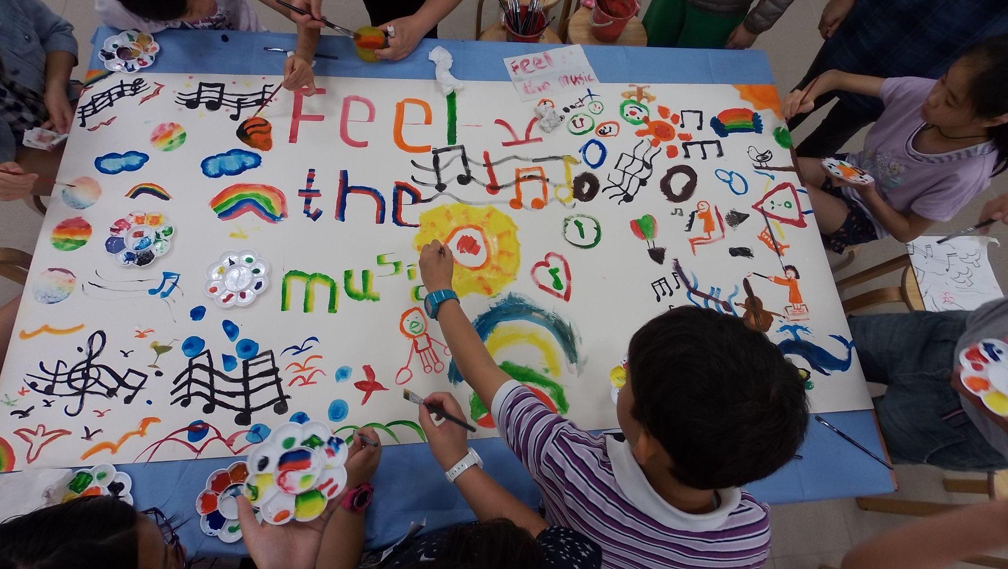 完成音樂工作坊和樂團工作坊後,同學在繪畫工作坊將整個音樂經驗以圖畫表達出來。