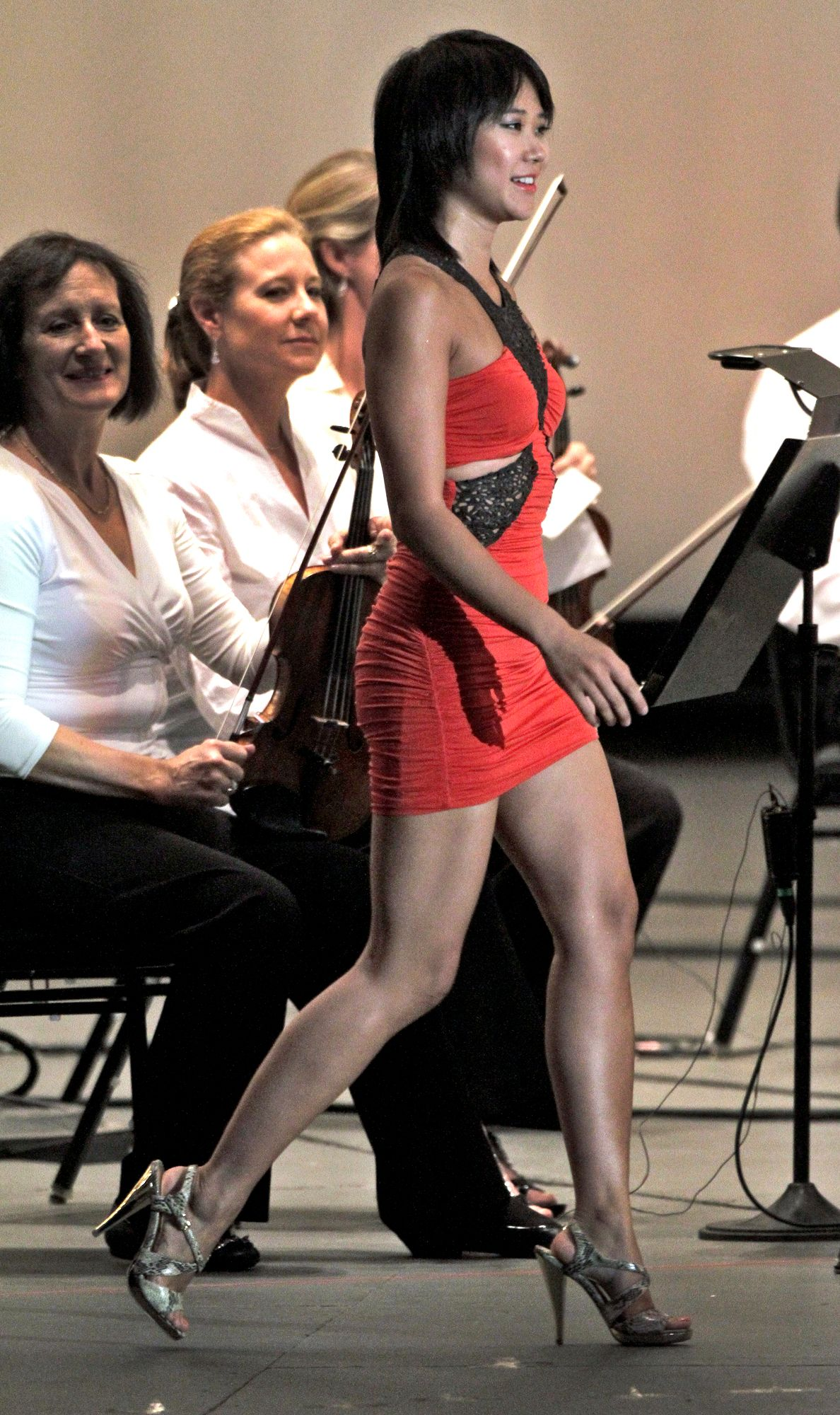 王羽佳的短裙,也是眾人焦點。Photo: Lawrence K. Ho / Los Angeles Times