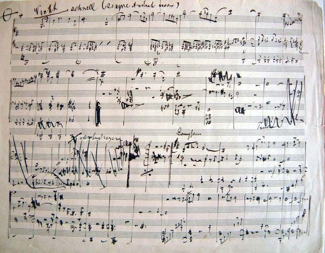 馬勒離世前快速完成了第九交響曲,可惜未能等及作品首演便已辭世。